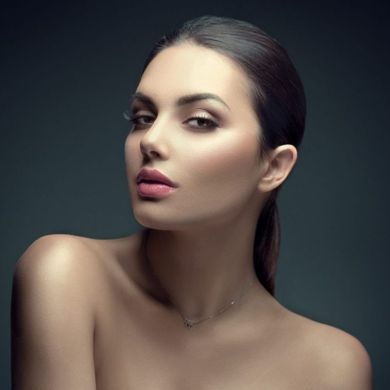 Beauty Brunette Woman with Perfect Makeup. Beautiful skin and Pr